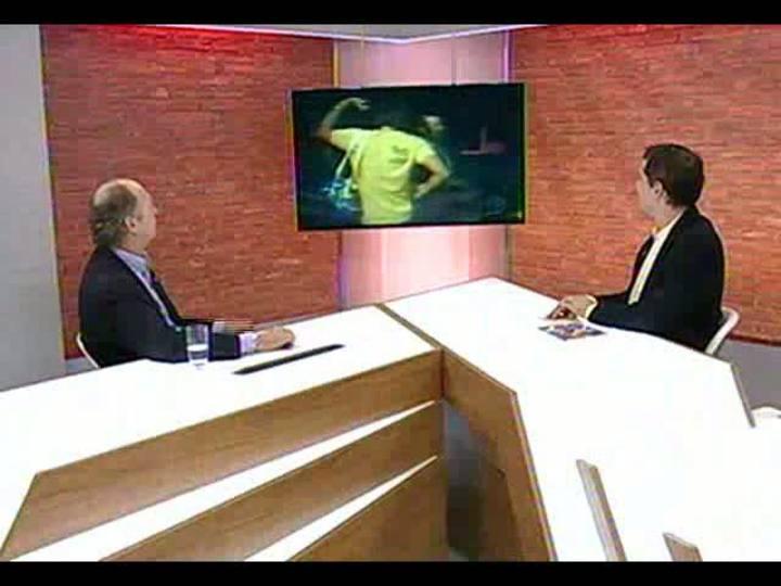 """Mãos e Mentes - Especial \""""1 ano para a Copa\"""": jogador, técnico e comentarista Paulo Roberto Falcão - Bloco 1 - 12/06/2013"""