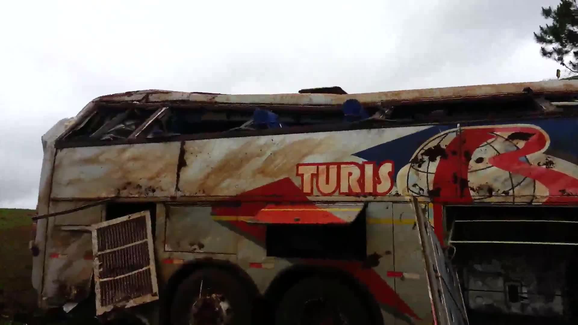 Veja como ficou o ônibus após o acidente em Passo Fundo