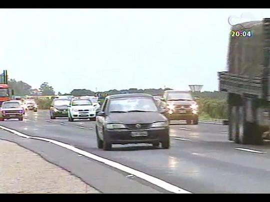 TVCOM 20 Horas - Movimento nas estradas é intenso na direção do litoral - Bloco 1 - 27/12/2013