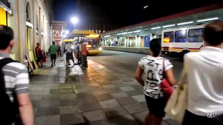 Centro de Porto Alegre começa a retomar a rotina após greve de ônibus