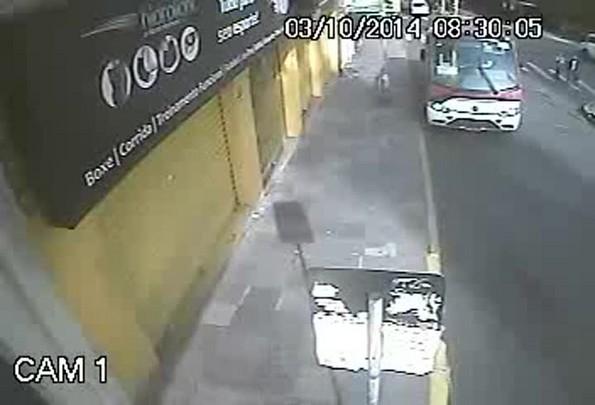 Polícia Civil divulga vídeo de assalto no Centro de Porto Alegre
