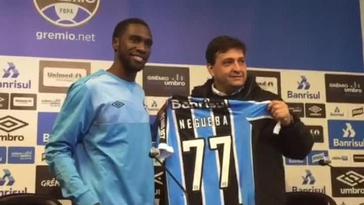 Negueba é apresentado no Grêmio