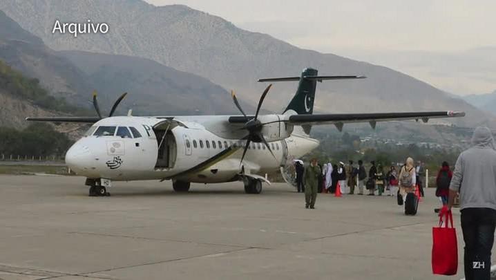 Avião paquistanês cai com 47 pessoas a bordo