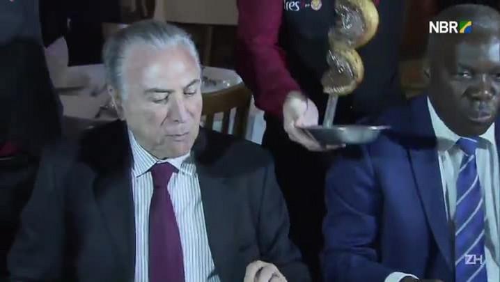 Michel Temer come carne após escândalo