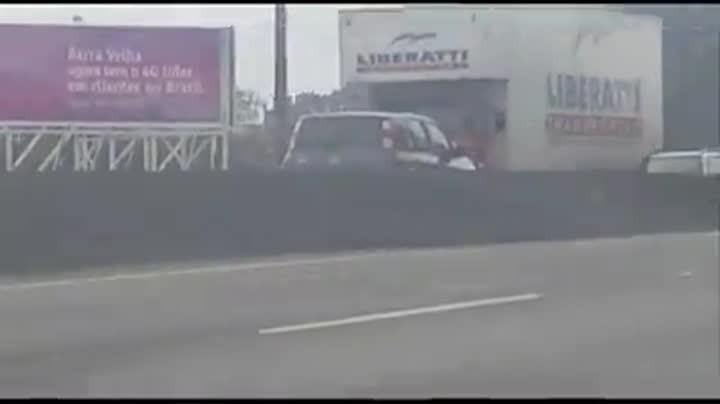 Motorista é flagrado dirigindo na contramão na BR-101 em Barra Velha