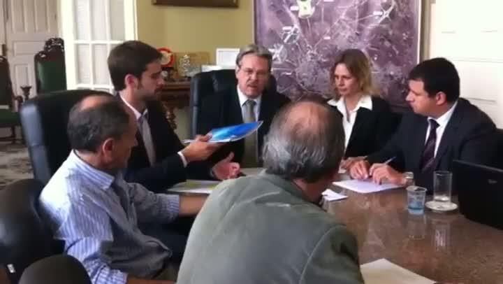 Em primeira reunião de transição, Eduardo Leite recebe alerta