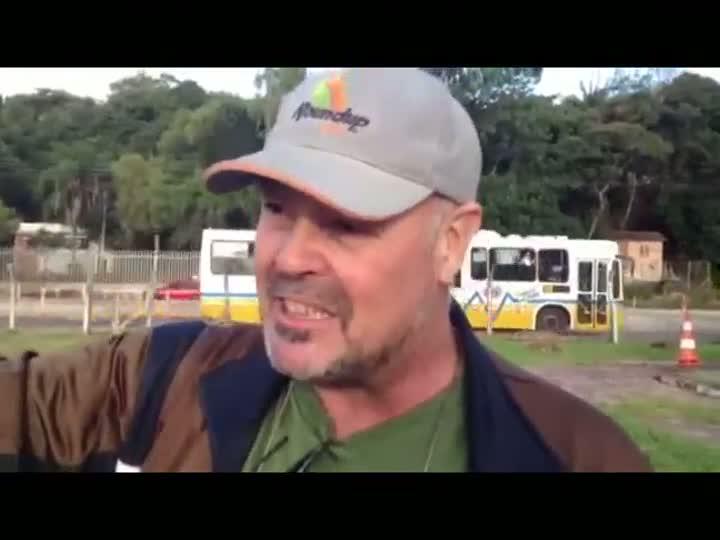 Homem que se trancou contra reintegração de posse diz estar assegurado por lei federal. 23/05/2013