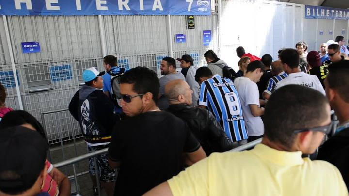 Torcedores protestam contra fim de ingressos mais baratos na Arena