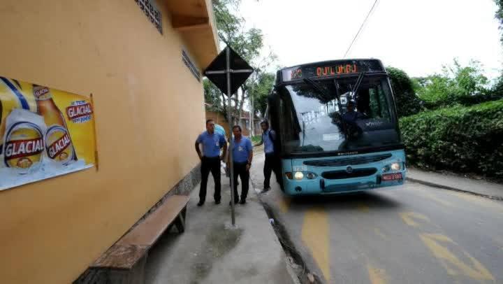 Motoristas de ônibus reencontram mãe e filha que ajudaram a levar para hospital