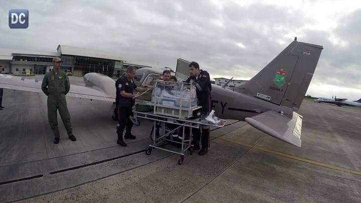 Bebê de 39 dias com infecção generalizda teve de ser transportado de avião para o Hospital Infantil de Joinville