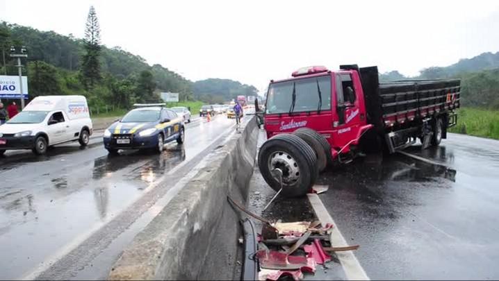 Imagens de acidentes na BR-101 em Joinville