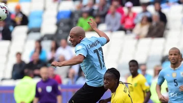 Uruguai passa apertado pela Jamaica: 1 a 0
