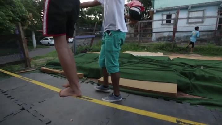 Slackline ensina a gurizada a seguir na linha no Morro Santa Tereza