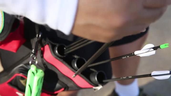 Marcelo Fernandes pratica tiro com arco e mira na Olimpíada