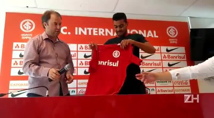 Vice-artilheiro do Gauchão, Brenner é apresentando pelo Inter