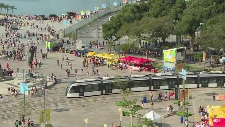 Milhares aproveitam o sol e as atrações no Boulevard Olímpico