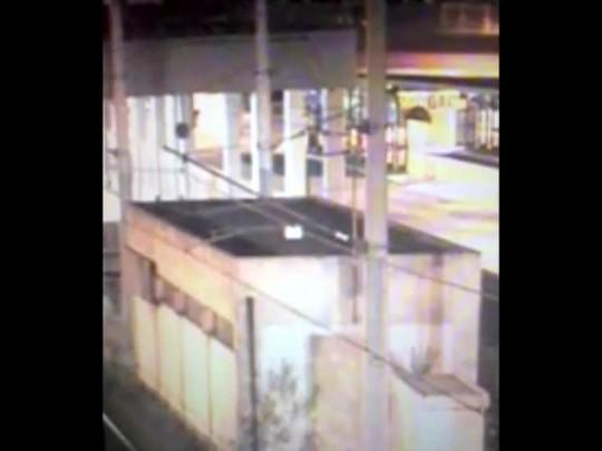 Câmeras de segurança de Canoas flagraram veículo que se acidentou na Guilherme Schell