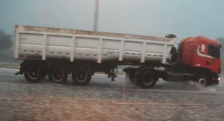 Chuva de granizo em Pirabeiraba, em Joinville
