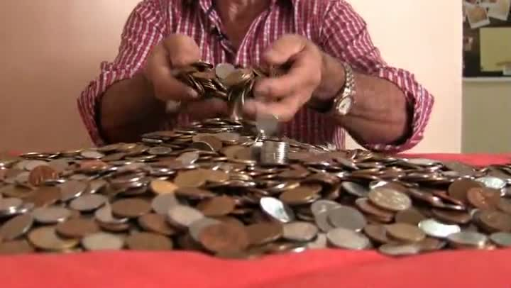 Empresário tem quase R$ 15 mil em moedas e não consegue passar aos bancos