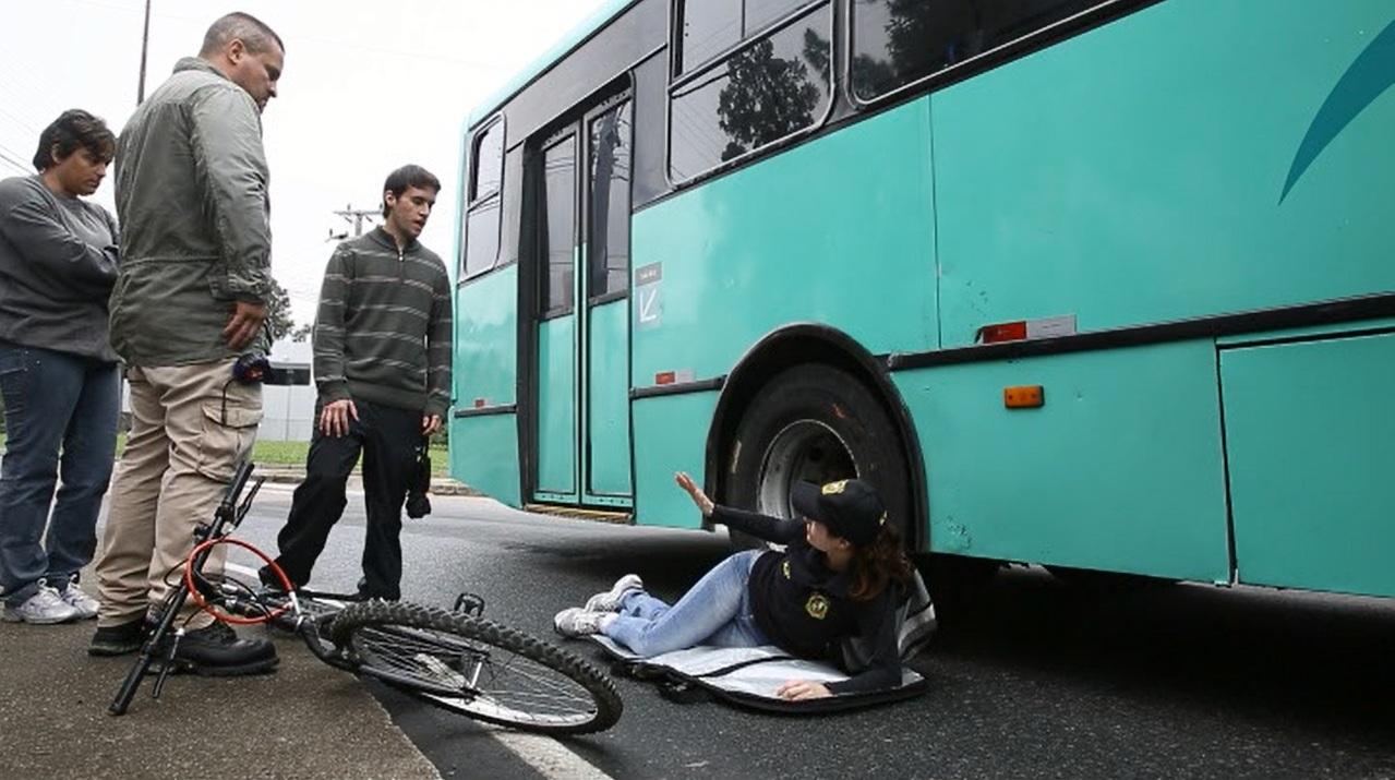 Veja a reconstituição do acidente que matou uma ciclista na UFSC