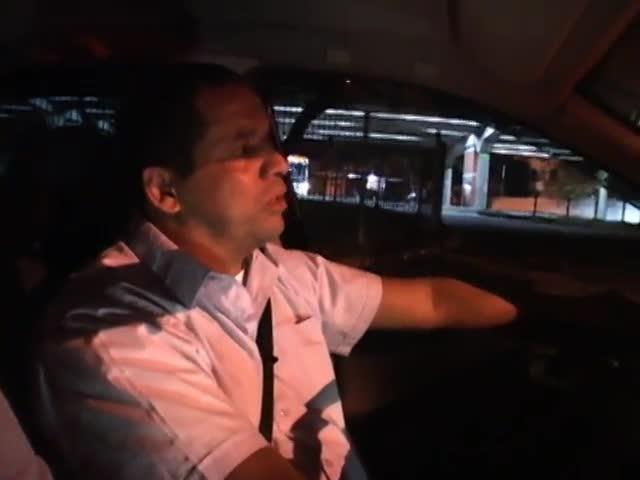Faixa Universitária - Reportagens sobre a rotina noturna dos taxistas e uma disputa de velocidade bem diferente