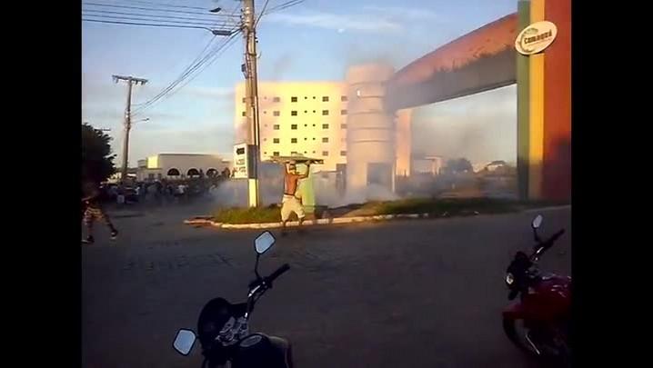 Protesto de caminhoneiros termina em confronto entre a PRF e manifestantes em Camaquã