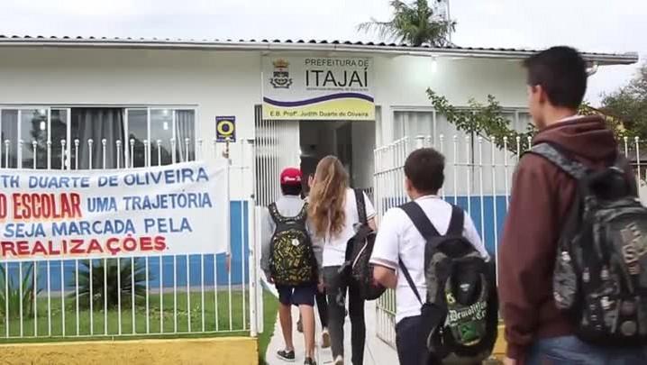 Alunos de Itajaí embarcam para intercâmbio cultural no arquipélago dos Açores