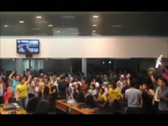 Movimentos sociais protestam contra aprovação do PME em Joinville