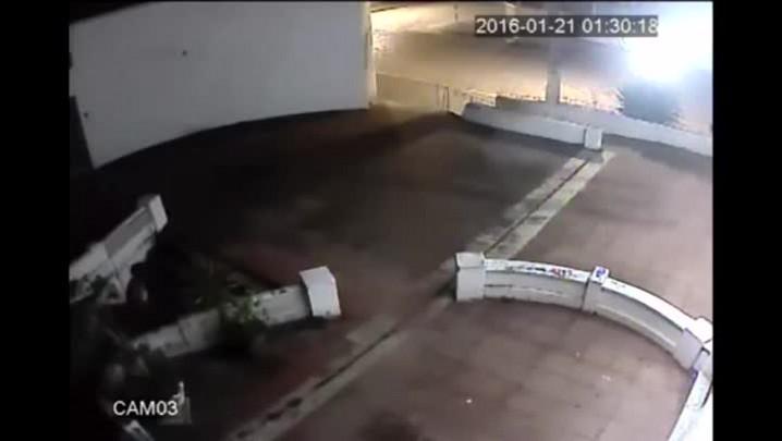 Câmera de segurança flagra suspeito de furto no centro de São Sepé