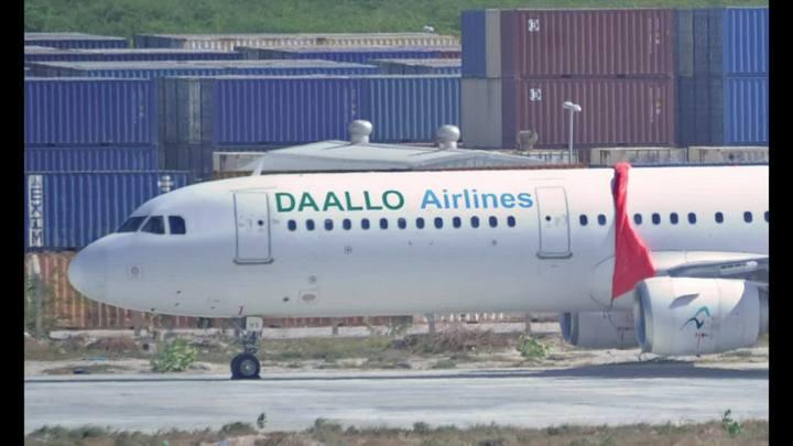 Avi�o faz pouso de emerg�ncia na Som�lia ap�s explos�o
