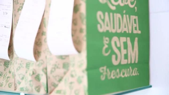 Acompanhe o preparo, embalagem e entrega de uma marmita saudável, que vem ganhando público em SC