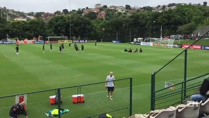 Seleção Brasileira se despede do CT Cidade do Galo