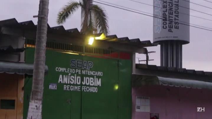 Papa preocupado com a rebelião em Manaus