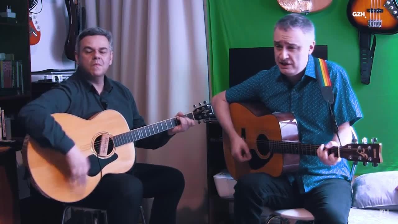 Frank Jorge e Luciano Albo cantam Beatles