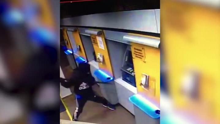Câmera de segurança mostra ação de bandidos que tentaram explodir banco em Santa Bárbara do Sul