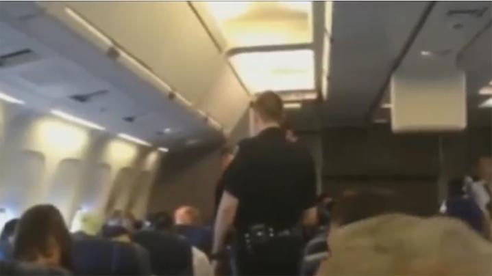 MUNDO - Mulher é expulsa de voo por não parar de cantar Whitney Houston