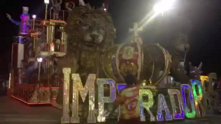 Carro alegórico com leão gigante substitui carro abre alas da Imperadores do Samba