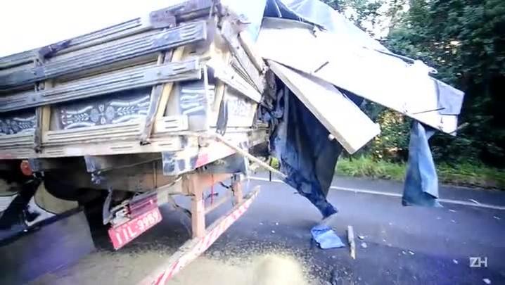 Acidente entre ônibus e caminhão deixa um morto em Barra do Ribeiro