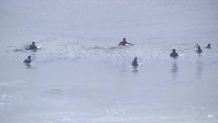 Surfistas comemoram inclusão nas Olimpíadas