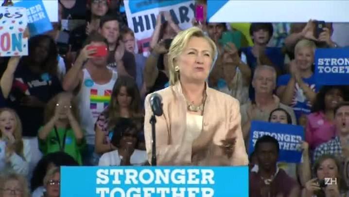 Clinton despreocupada com mudanças na campanha de Trump