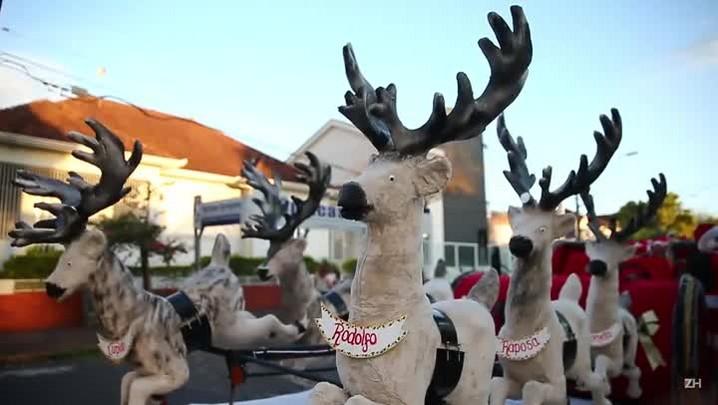 Trenó do Papai Noel passeia por São Leopoldo