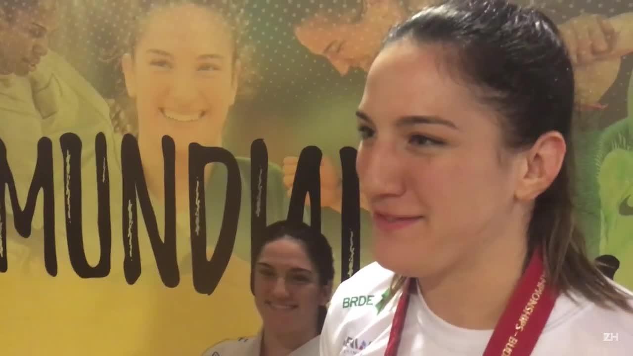 """Mayra fala sobre bicampeonato mundial: \""""Foi ao ritmo de funk mesmo\"""""""