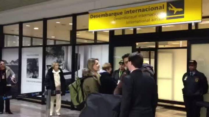 Primeiros médicos vindos da Argentina chegam a Porto Alegre