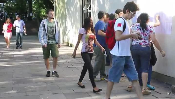 Vestibulandos correm para não perderem o primeiro dia de provas da UFRGS