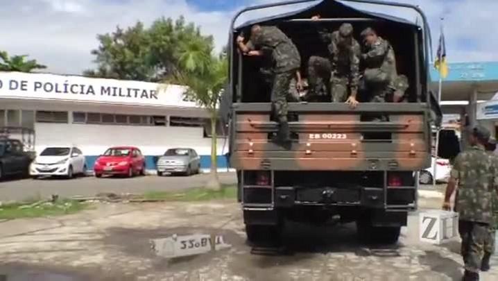 Exército faz vistoria em favela no Rio