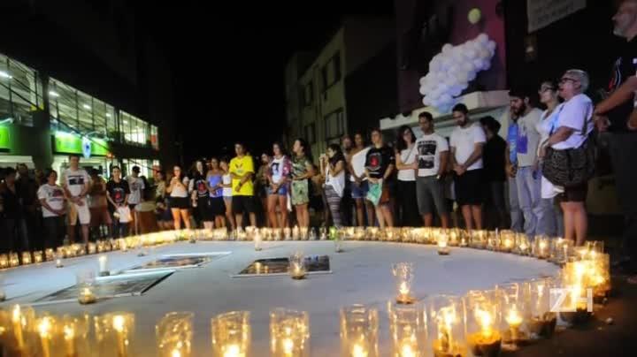 Pais e amigos das vítimas da boate Kiss fazem a contagem dos 242 mortos