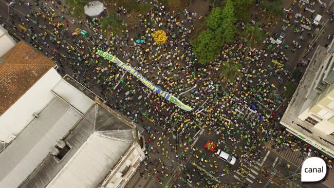 Protesto leva milhares às ruas de Caxias do Sul