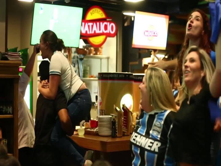 Veja as reações da torcida do Grêmio na vitória sobre o Atlético-MG