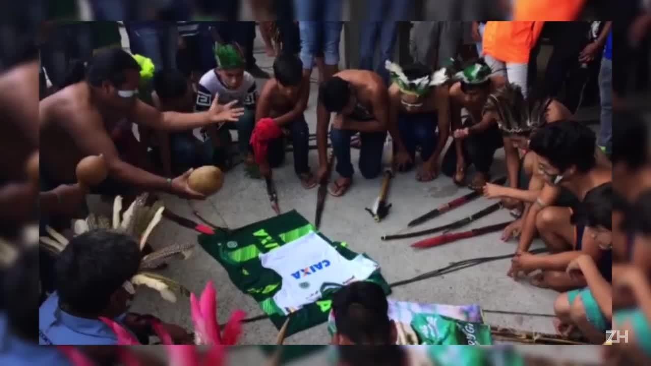Índios da aldeia Condá prestam homenagem às vítimas do voo da Chapecoense