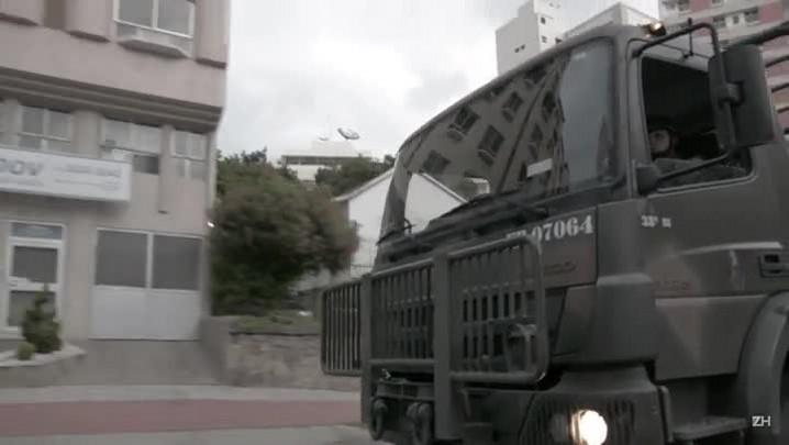 Soldados do Exército patrulham ruas de Vitória